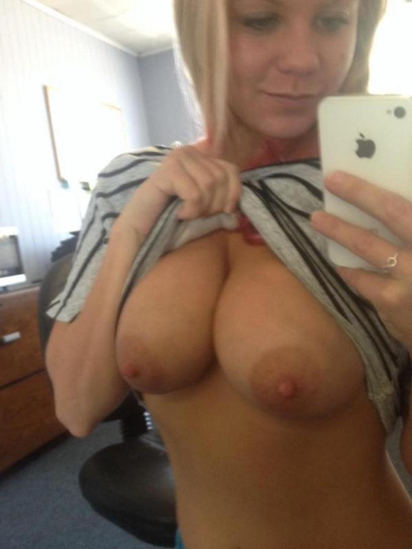 round tits selfie